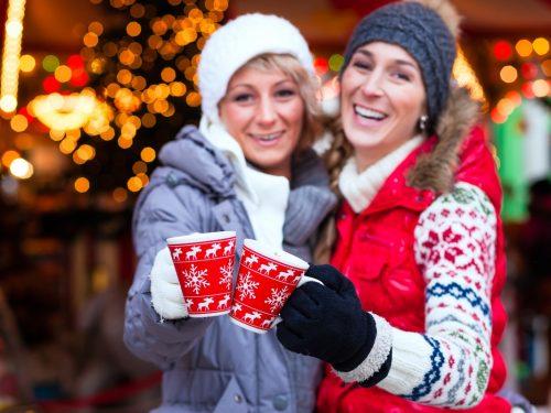 Chocomelk drinken op kerstmarkt in Munster